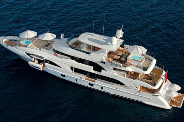 Luxury travel on the Yacht Benetti Classic Supreme 132