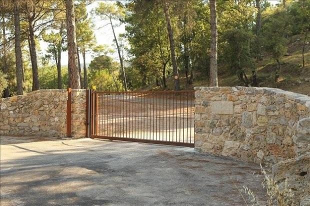 Brangelina's Castle small gate