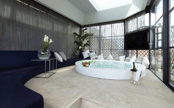 Roman Penthouse Suite, jacuzzi