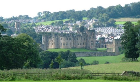 Alnwick_and_Alnwick_Castle_-_Northumberland_-_140804