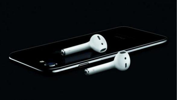 apple-iphone-7-jet-black-airpod-tech2-720-624x351