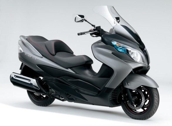 Suzuki Burgman 400: here comes the Lux version