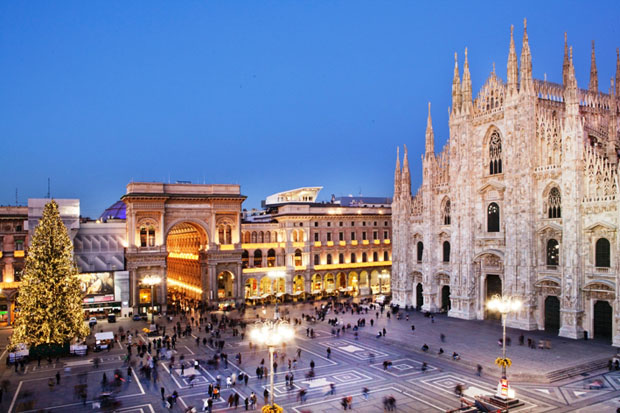 The Cube restaurant overlooking the Cathedral, Milan