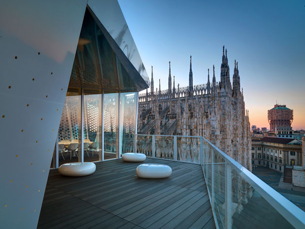 The Cube restaurant overlooking the Cathedral
