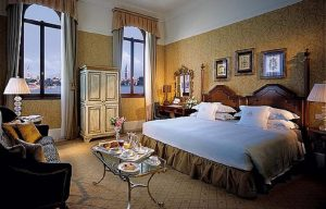 Ca' Nigra Lagoon Resort and San Clemente Palace   Luxurious resorts in Italy