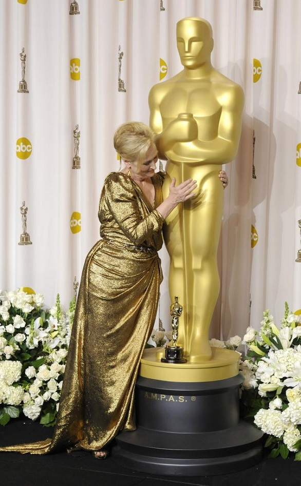 Meryl Streep hugging Oscar