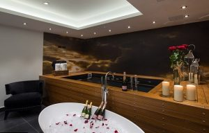 Champagne hot tub and other luxuries for Saint Valentine