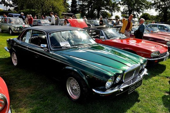 640px-classic__sports_cars_by_the_lake_12-9-2010