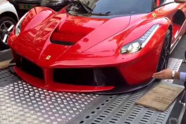 Ferrari LaFerrari getting damaged while being loaded on a truck